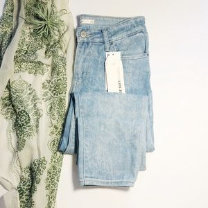 Levi's 711 Skinny Mid Rise Slim Hip Thigh Jeans 29